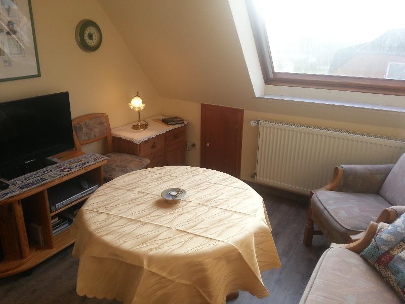 Wohnzimmer mit Flachbild-TV